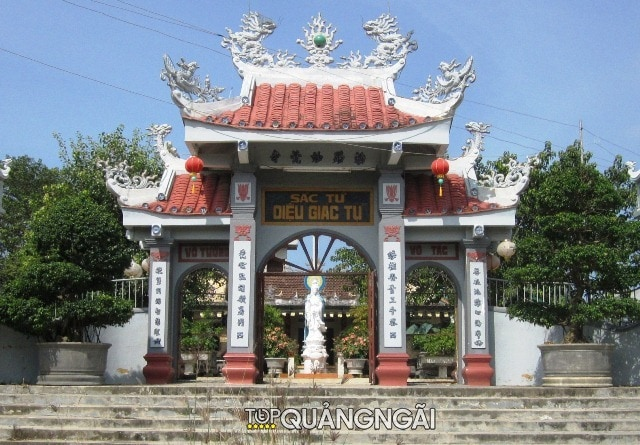 Ngoi chua lon o Quang Ngai 2 1