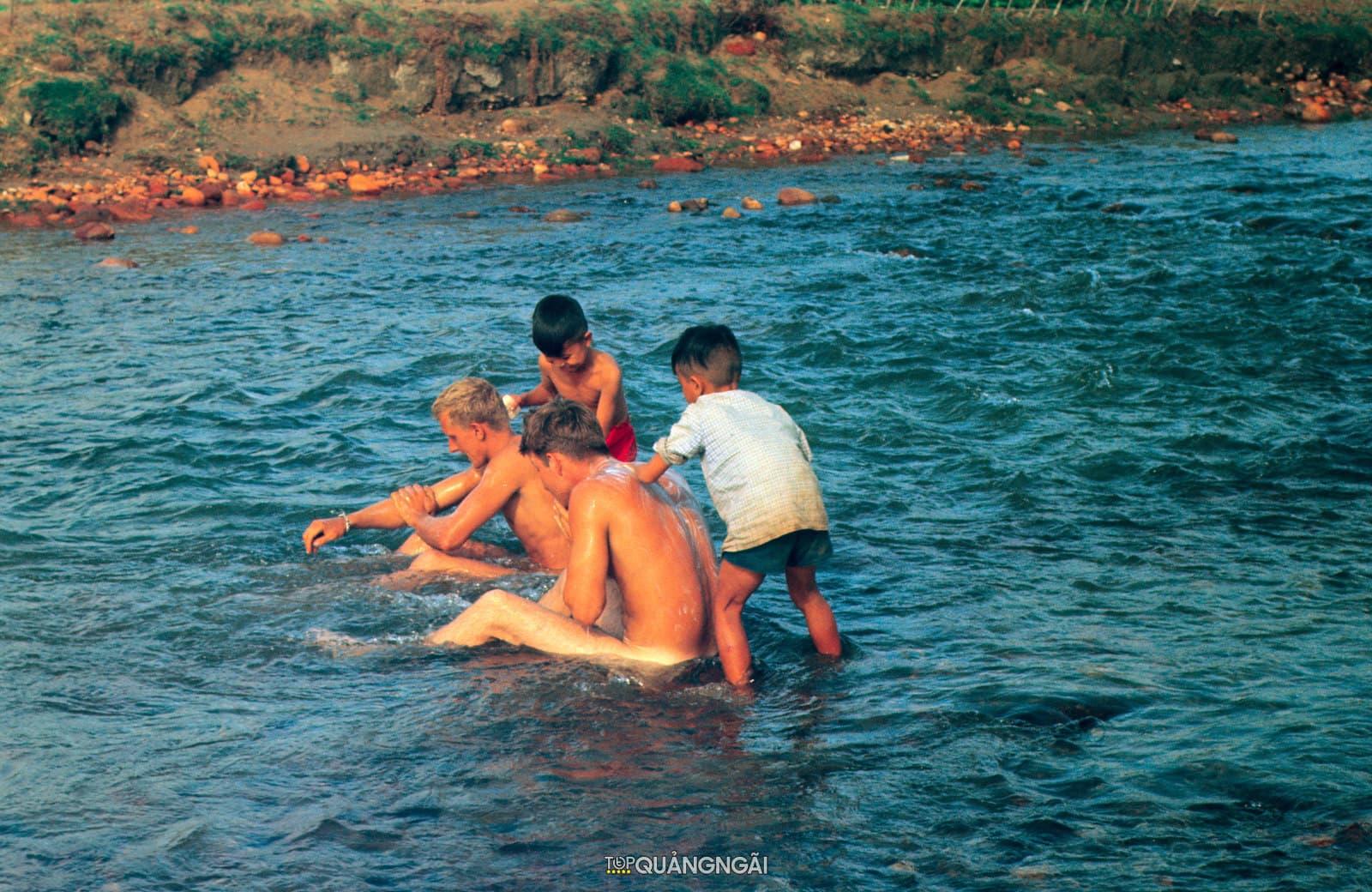 Bộ sưu tập ảnh màu về Quảng Ngãi năm 1970-1971